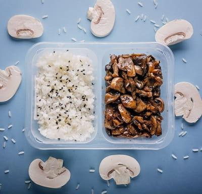Грибы в устричном соусе с рисом