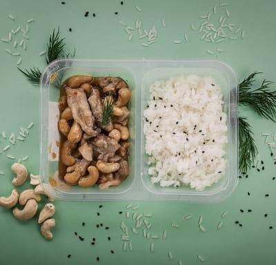 Курица с орешками кешью и рисом