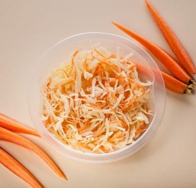 Салатик из капусты с морковью
