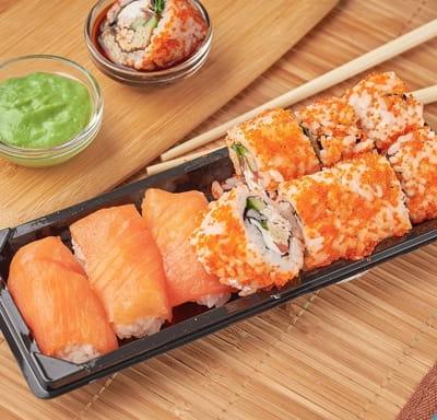 Суши сет с роллом с сурими