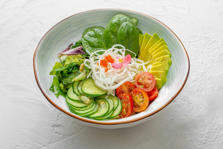 Летний салат с авокадо