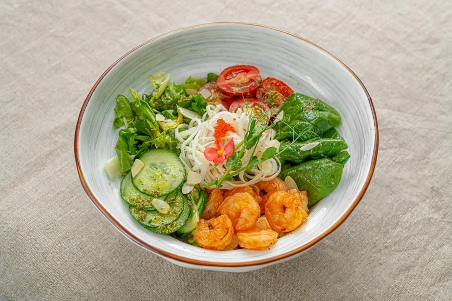 Летний салат с креветкой