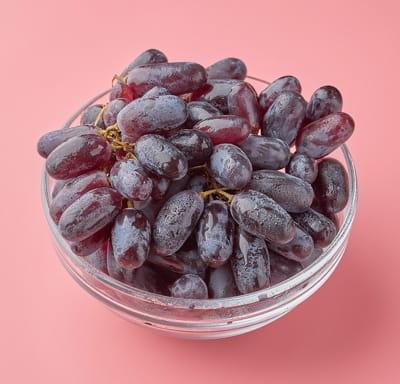 Виноград дамские пальчики красный 0,5 кг упаковка